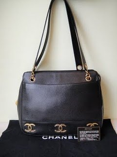 Chanel Classic Full Leather Shoulder Bag 92% New